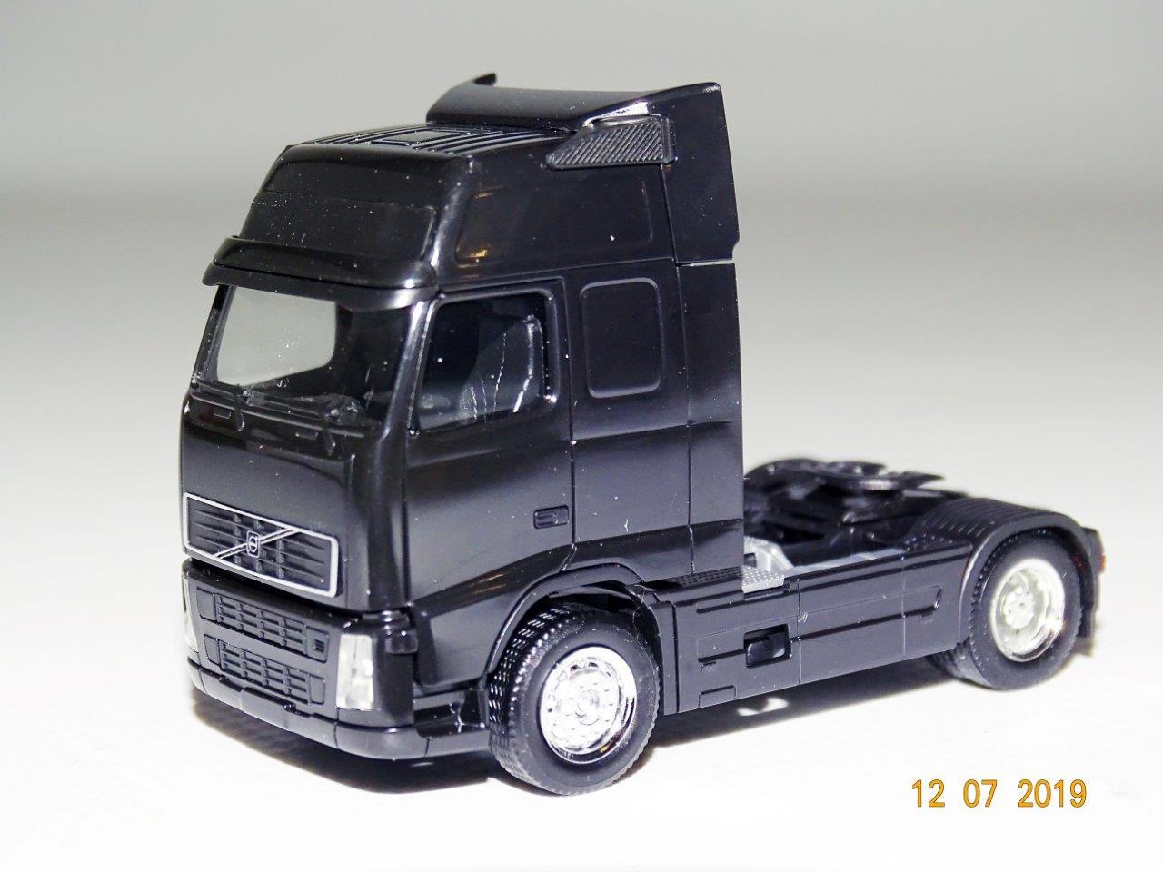 Herpa 158022 Zugmaschine Volvo FH GL schwarz mit Chromfelgen 1:87 H0