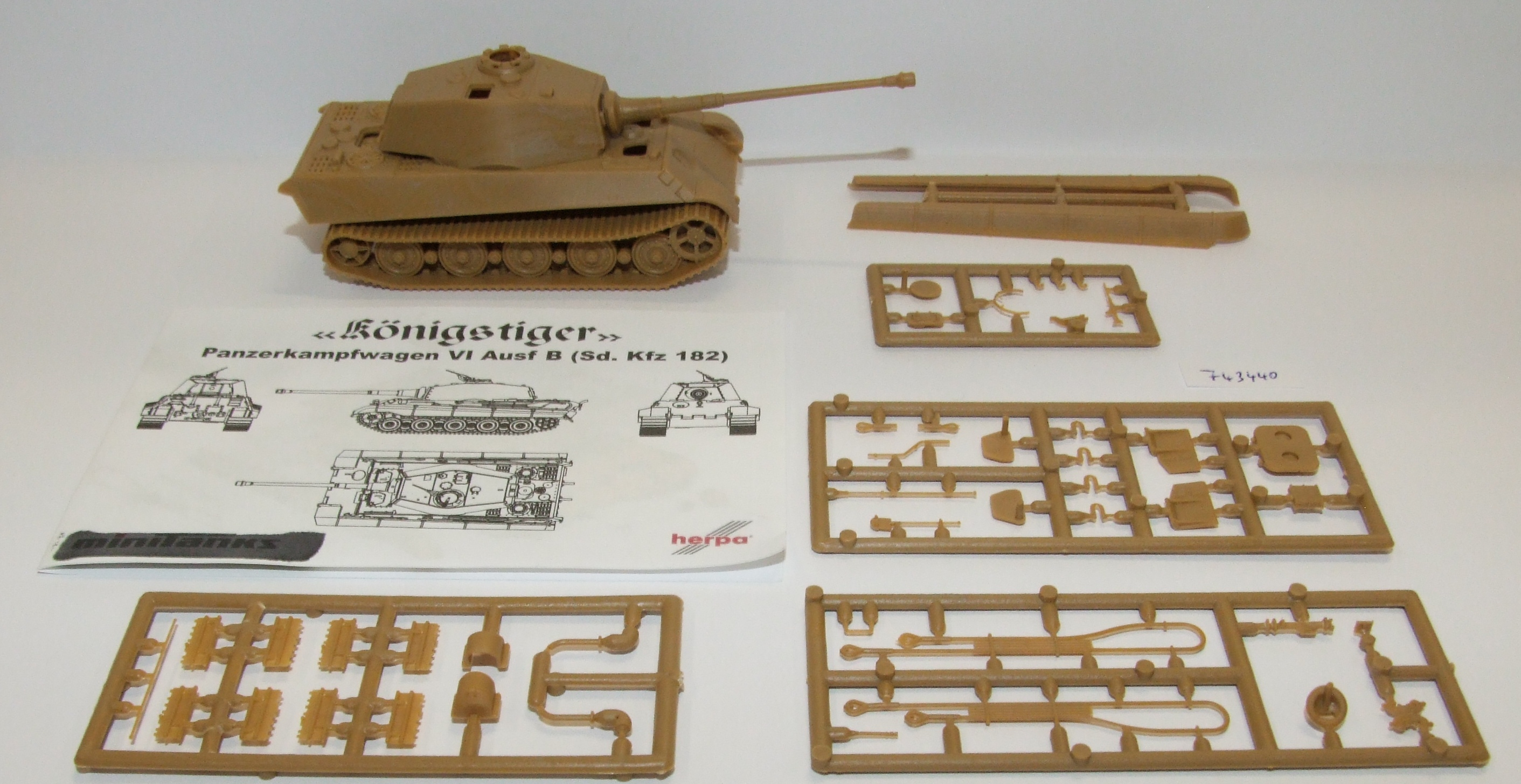 Herpa 743440 Minitanks Panzerpfw.VI Königstiger (Henschel) DAK