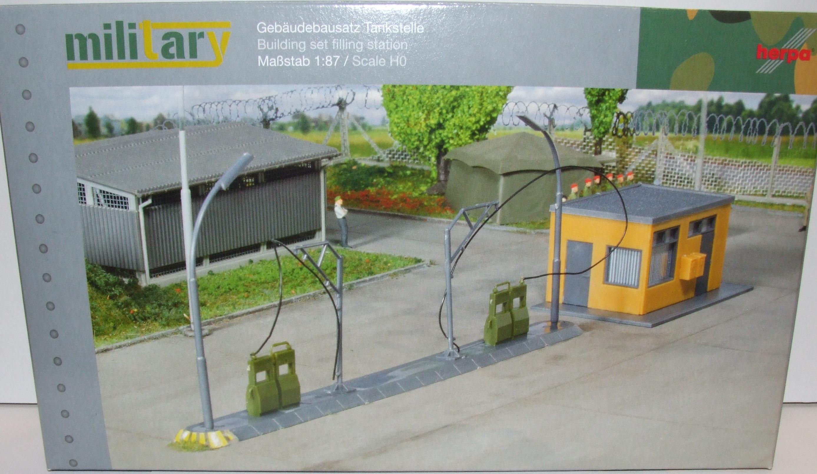 745864 Herpa Bausatz Tankstelle Kaserne DRK THW Bundeswehr 1:87