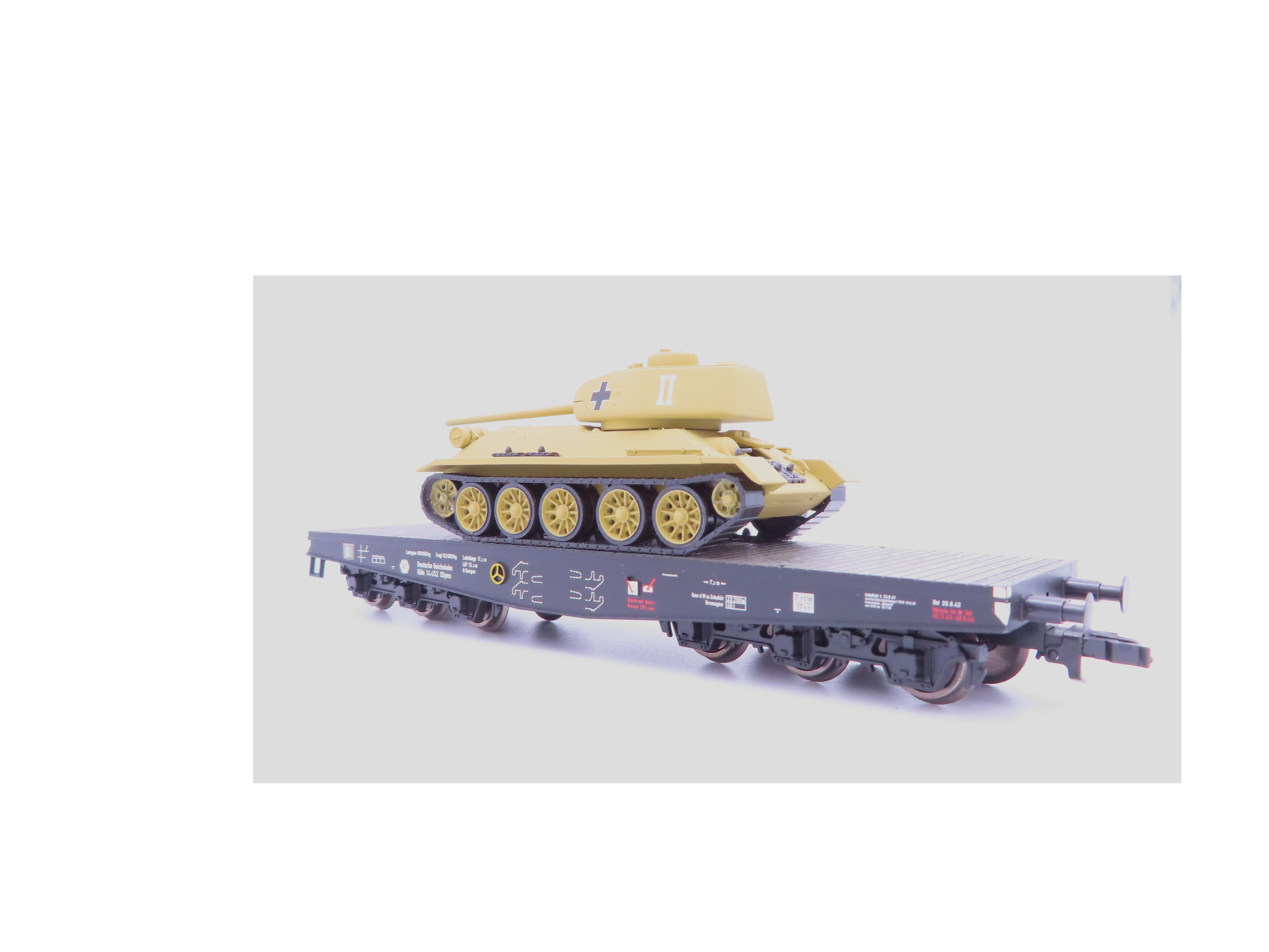 Liliput L 235738-2 H0 6-achs. Schwerlastwagen mit Beutepanzer T34