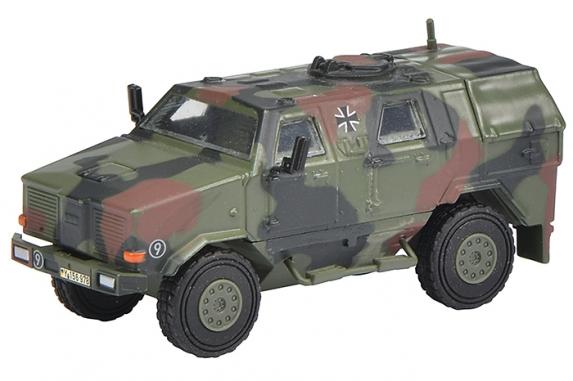 Schuco 452624300 Dingo Allschutzfahrzeug, flecktarn Bundeswehr 1:87