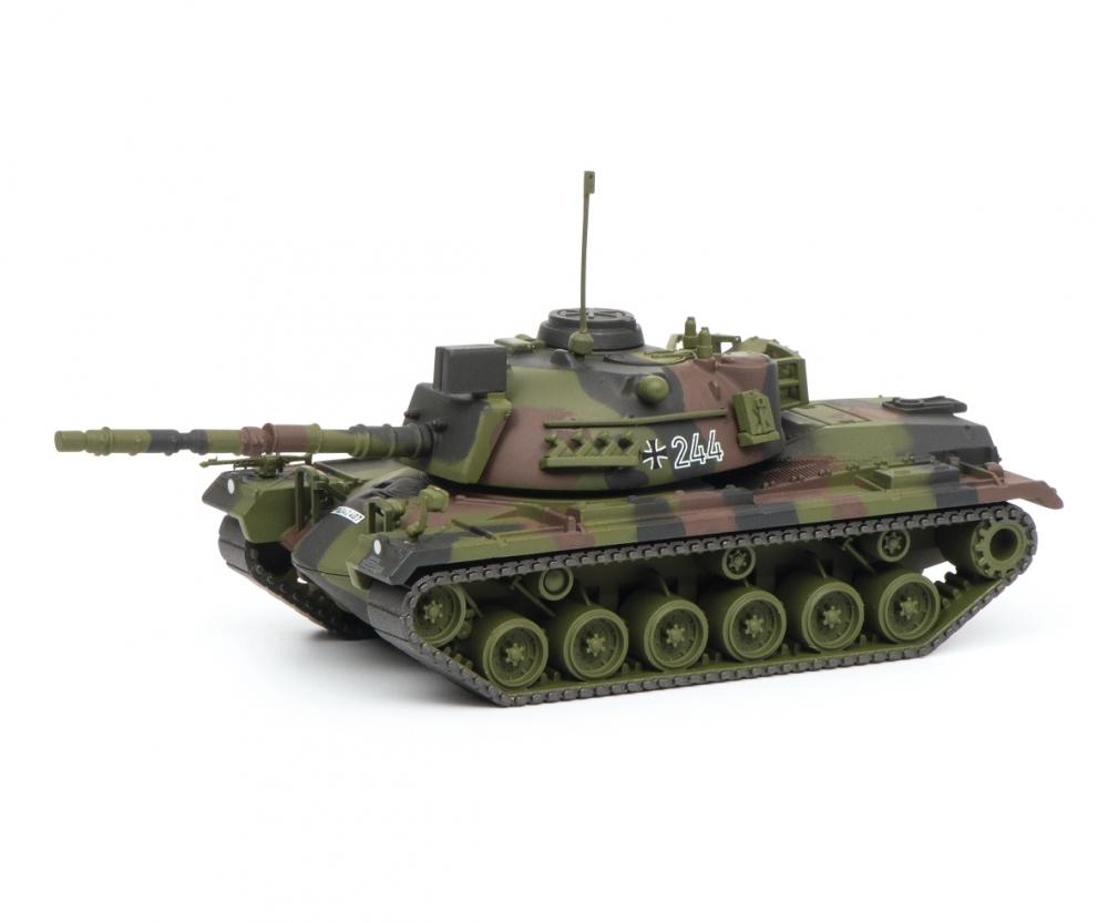 Schuco 452635900 KpfPz M48G flecktarn  Bundeswehr 1:87